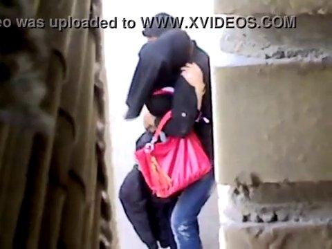 Молодые арабы занимаются сексом на улице, думая что никто их не видит