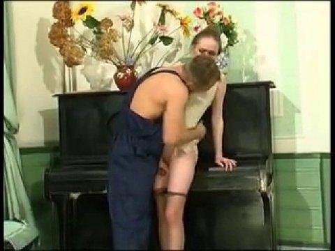 Русский сантехник трахнул свою клиентку