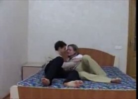 Очаровательная блондинка делает глубокий минет таджику