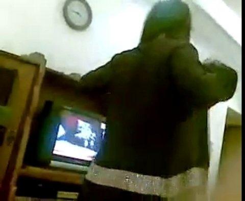 Молодая узбечка просто прелесть, радует своего парня и танцует ему сексуальный танец голышом